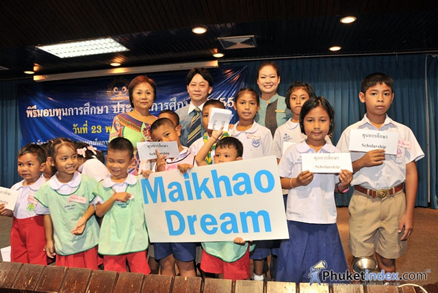Maikhao Dream: The distribution of the scholarship 2012