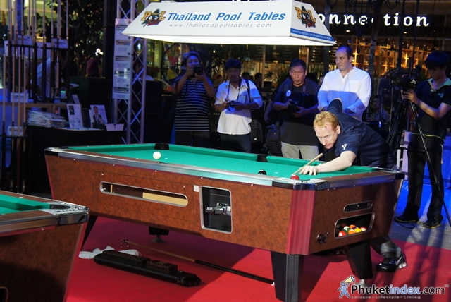 World's No.1 Pool Entertainer to Tour Phuket