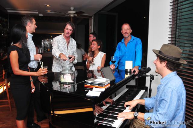 Oriental Spoon introduces Pianoman