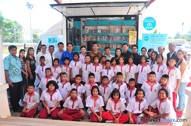 """Fully Booked!"" Mobile Learning Centre visits Baan Cherng Talay School"