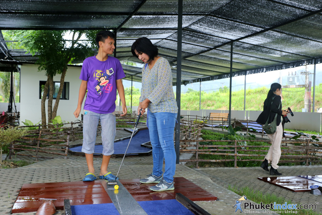 01two-nines-mini-golf-club-opens-in-phuket