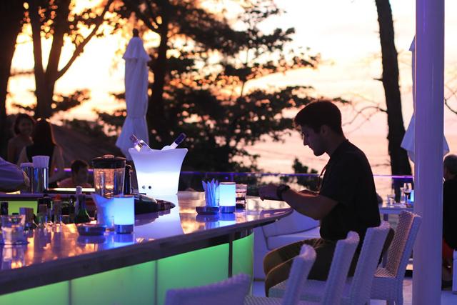 01Media sunset dinner at SKYE Beach Club