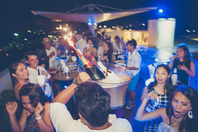 01Sexy Pool Party at VU Bar Dream Phuket Hotel and Spa