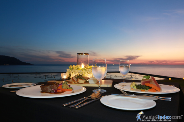 Romantic Dinner at The Lawn, Impiana Private Villas Kata Noi