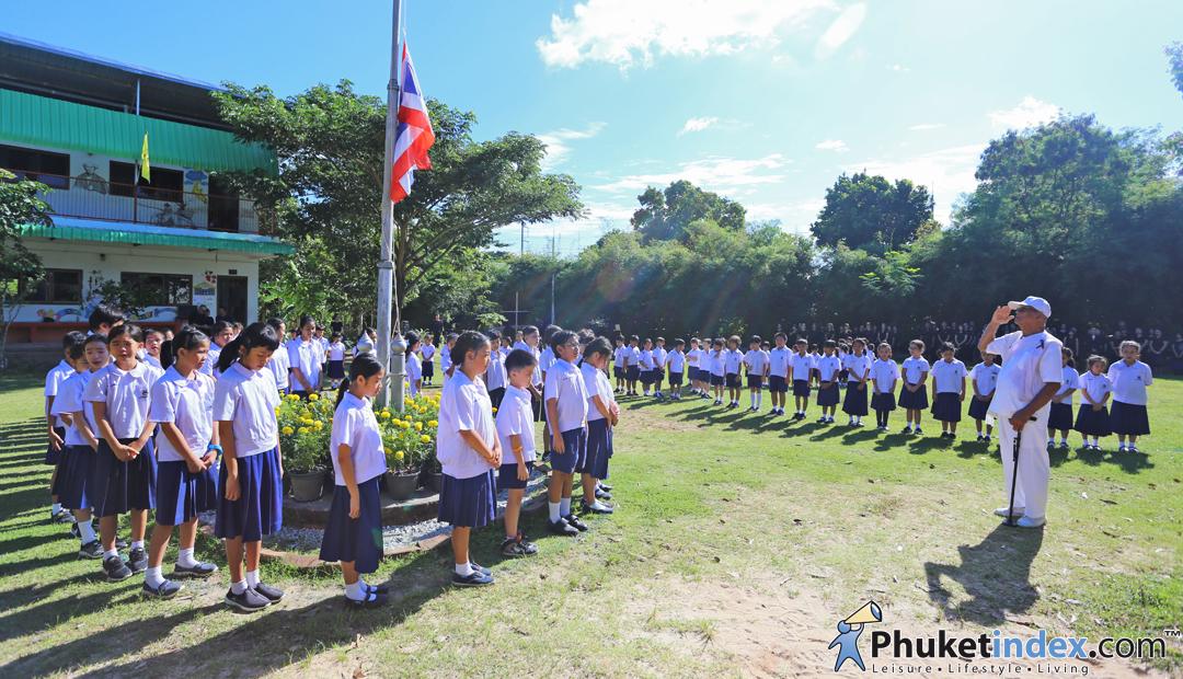 Kalapattana School formed the Thai number 9 to honor King Rama IX