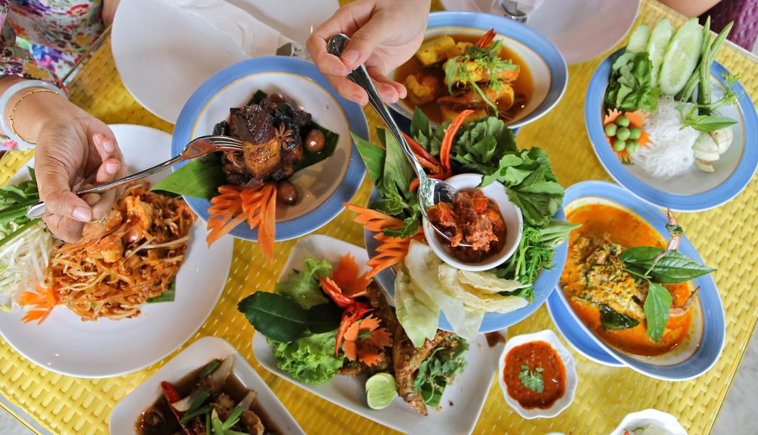 Aroi Seafood, Phuket local food with valuable price