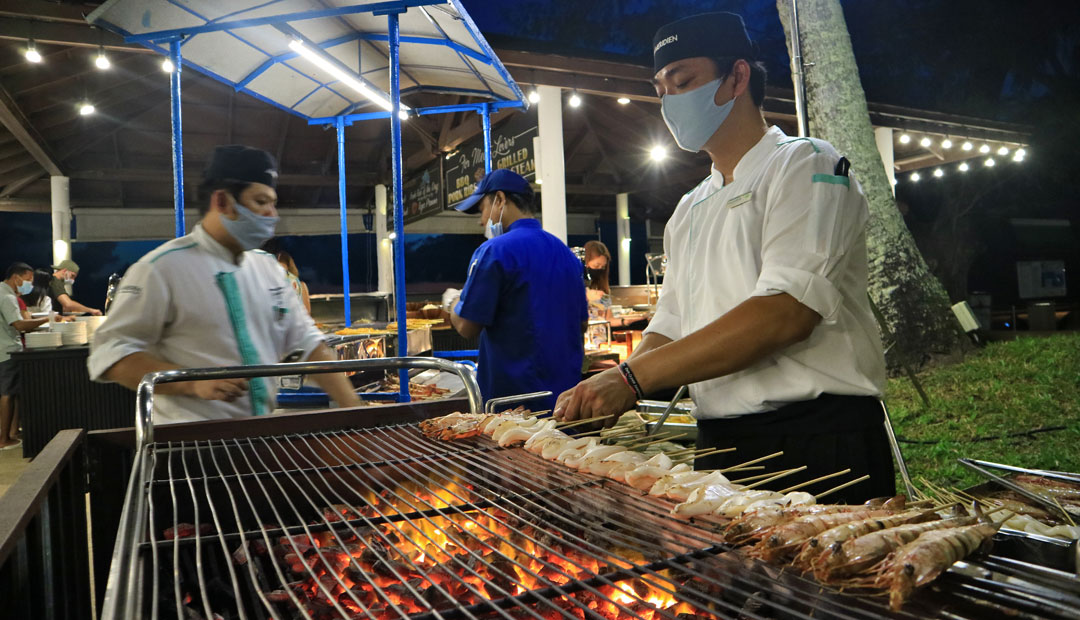 Saturday Buffet Dinner by the Beach - Le Méridien Phuket Beach Resort